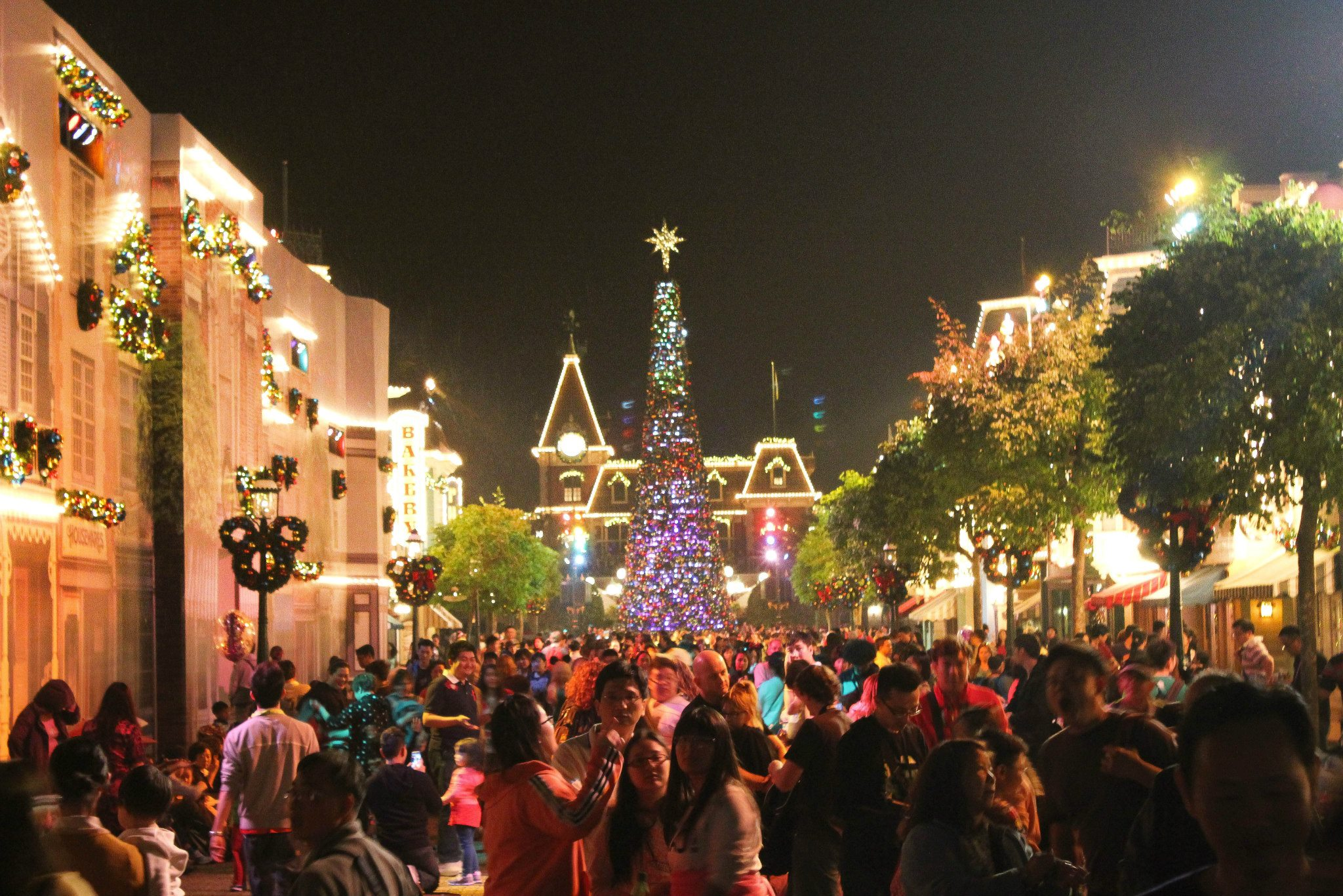 hongkong disneyland at night